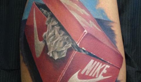 Tatuagem-Caixa-de-Tenis-Nike-by-Randy-Engelhard